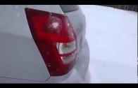 Odśnieżanie auta wibracjami basu