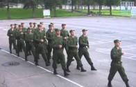 """Rosyjscy żołnierze maszerują śpiewając """"Barbie Girl"""""""