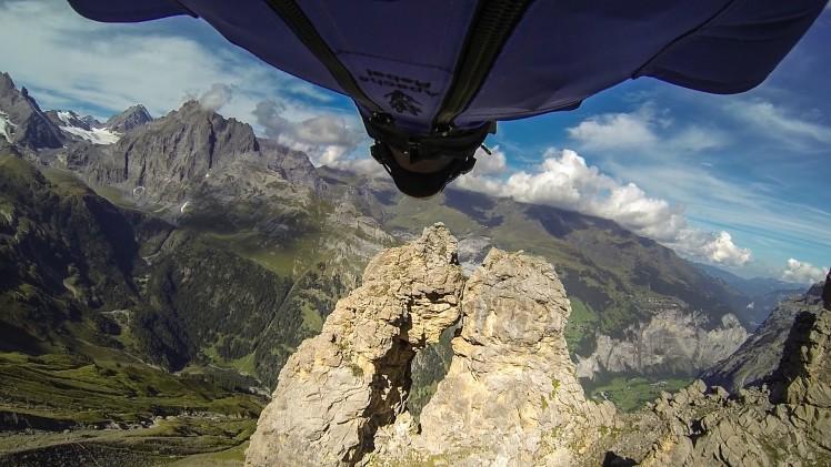 Niesamowity skok Wingsuit